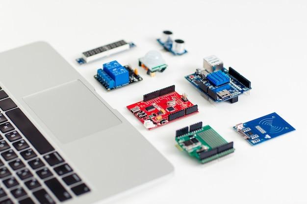 Bricolaje electrónica construcción ingeniería mantenimiento desarrollo tecnología concepto hobby