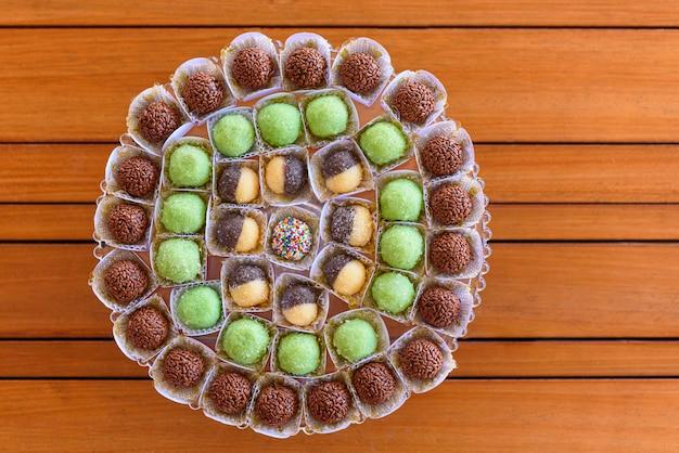 Brigadeiros dulces tradicionales de fiesta de cumpleaños en brasil
