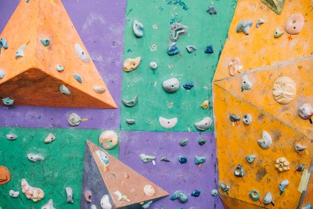Brillante muro de escalada