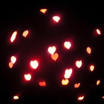 Brillantes corazones rojos