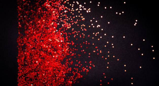 Brillo rojo sobre papel negro con copyspace, plano