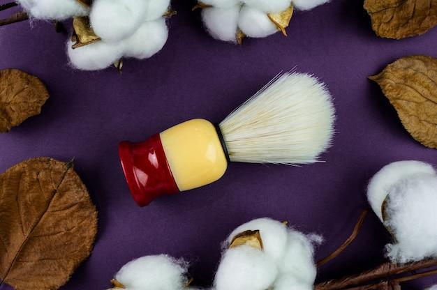 Brocha de afeitar para hombres para aplicar espuma de afeitar en la cara