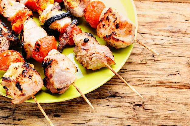 Brochetas de carne a la plancha, shish kebab