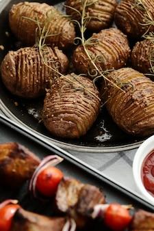 Brochetas de ternera y tomate a la plancha