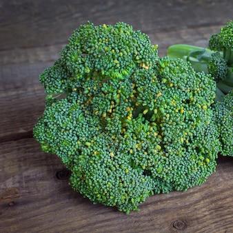 Brócoli en madera