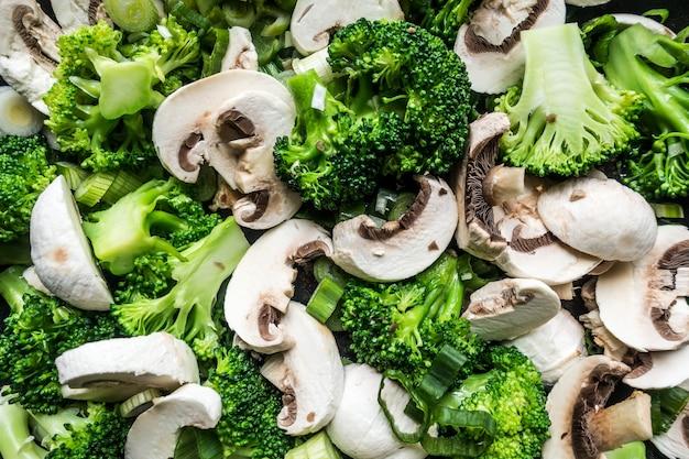 Brócoli con setas aéreas