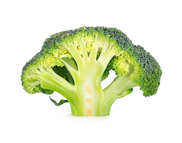 Brócoli vegetal aislado en blanco