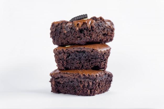 Brownie stack aislado en blanco