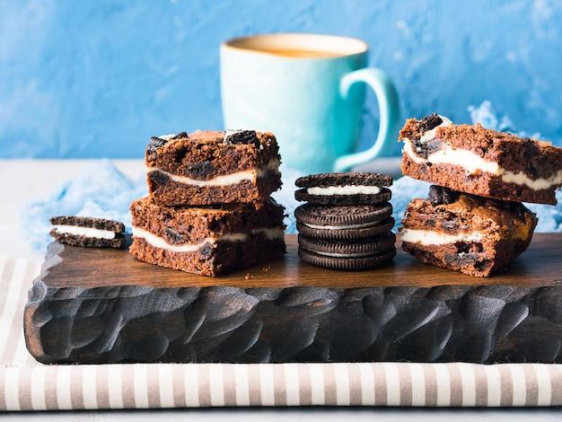 Brownies de queso crema con galletas
