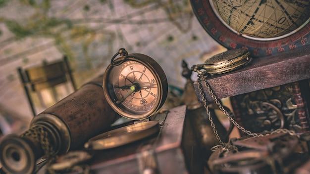 Brújula con accesorios pirata de colección