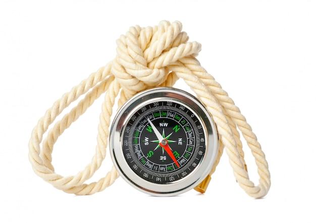 Brújula náutica con cuerda aislado