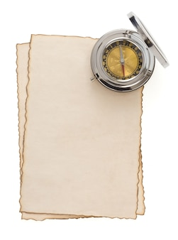 Brújula en pergamino en blanco