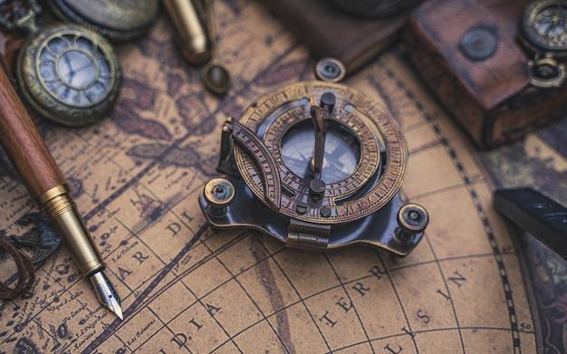 Brújula de reloj de sol pirata