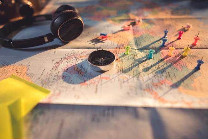 Mapa Plano Con Pin Icono De Puntero De La: Fondo Vintage De Brújula De Mapa
