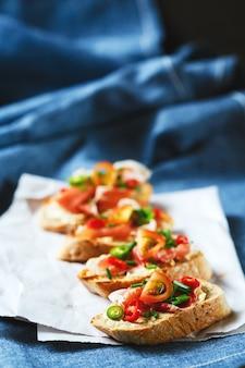 Bruschetta de comida italiana antipasti