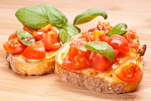Bruschette, aperitivo italiano