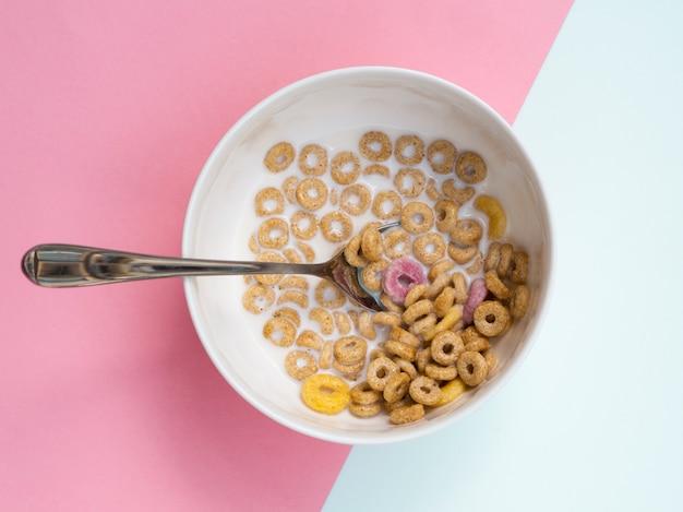 Bucles y cucharas de cereal de trigo clásico