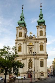 Budapest hungría iglesia de la asunción iglesia de la ciudad interior