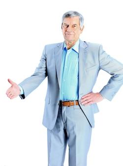 Buen hombre de negocios a la edad de la mano para un apretón de manos. aislado en un fondo blanco.