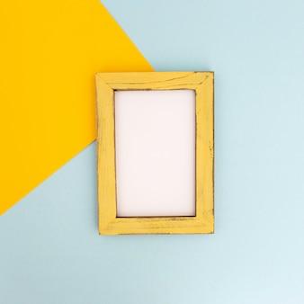 Buena composición de marco de fotos vacío
