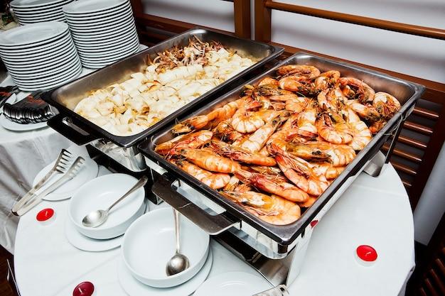 Buffet de camarón a la parrilla a la plancha de calamar