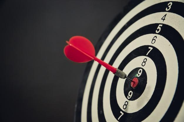 Bullseye es un objetivo de enfoque empresarial y concepto ganador ganador.