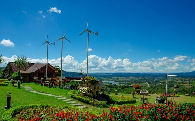Bungalow con turbina salvaje en las laderas.
