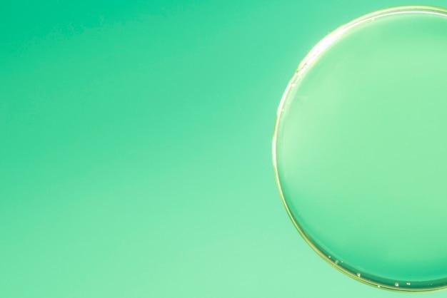 Burbuja de aire abstracta en el agua en el fondo degradado de desenfocado