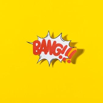 Burbuja cómica retra elegante del discurso con la explosión del texto en fondo amarillo