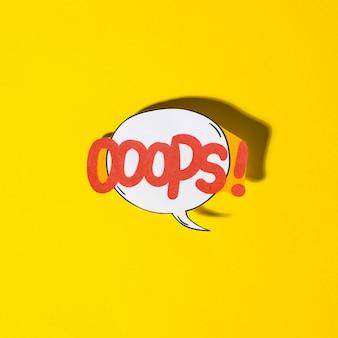 Burbuja del discurso de los efectos de sonido del texto cómico de las letras oops en fondo amarillo