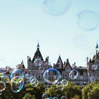 Burbuja de jabón y edificio del parlamento