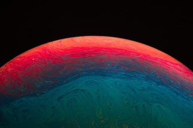 Burbuja de jabón vivo hued colorido abstracto sobre fondo negro