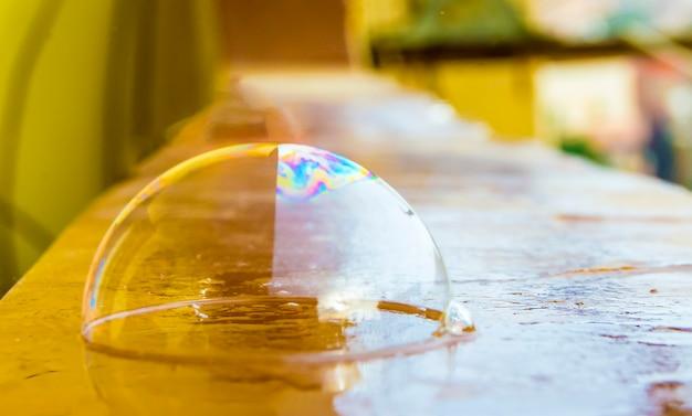 Burbujas de agua coloridas con colores atractivos