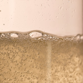 Burbujas de champán brilla para aniversario de año nuevo