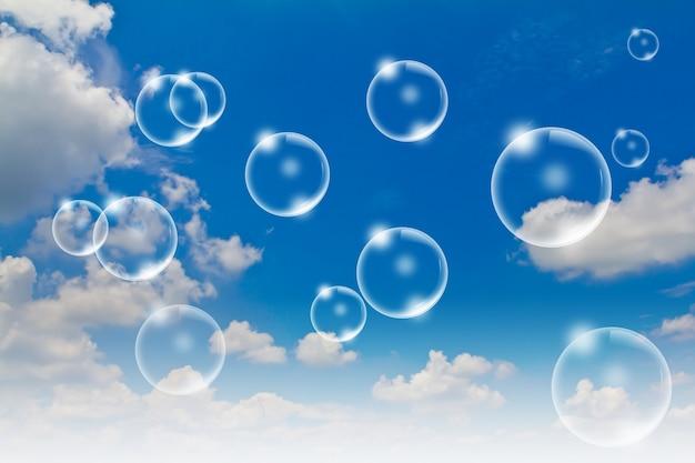 Burbujas con el cielo de fondo