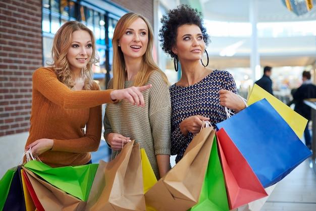 Buscando nueva boutique en el centro comercial
