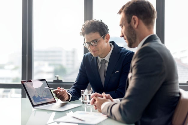 Business brainstorming graph chart informe de datos concepto