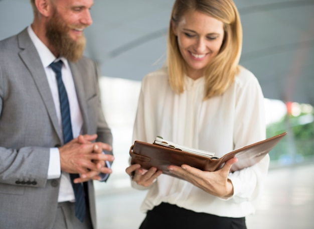 Business talk hombres mujeres agenda