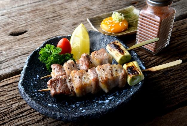 Butabara yakitori o tocino japonés parrilla de cerdo.