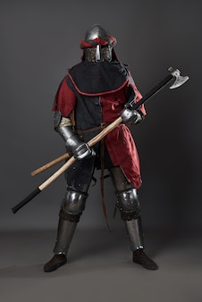 Caballero medieval en gris