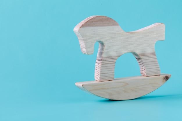 Caballito de madera en miniatura