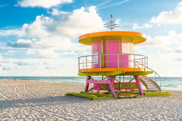 Cabaña rosa al amanecer en miami beach