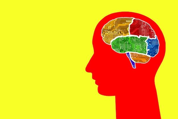 Cabeza con cerebros multicolores de chips sobre un fondo de colores