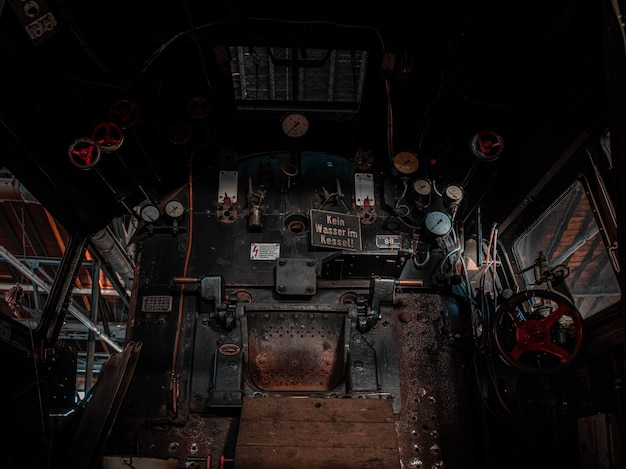 Cabina de conductor de tren histórico
