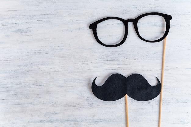 Cabina de fotos del bigote. día del padre