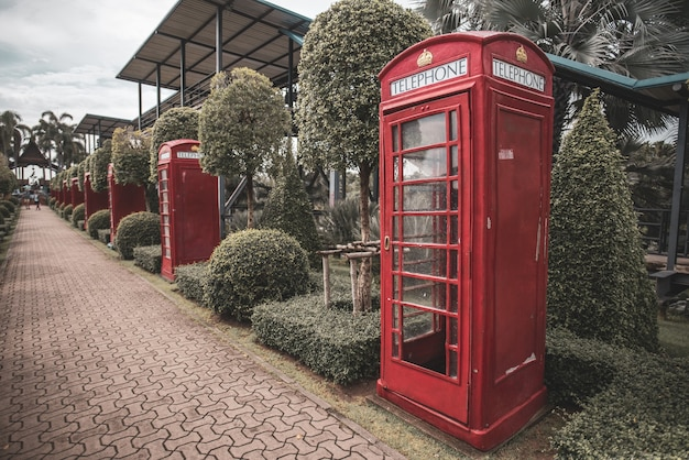 Una cabina telefónica pública tradicional