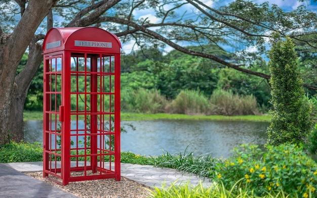 Cabina telefónica roja