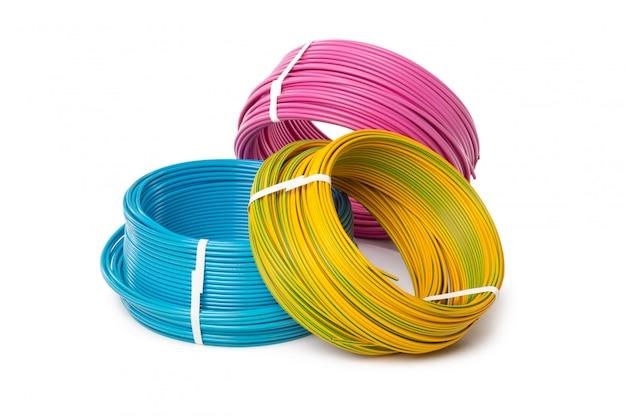 Cable eléctrico, equipos de energía y tecnología.