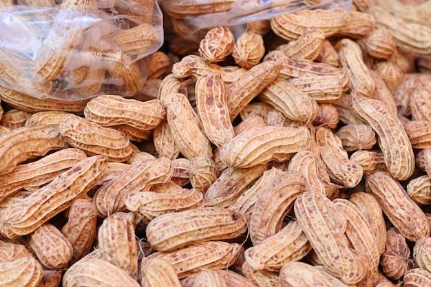 Cacahuetes hervidos en la comida de la calle