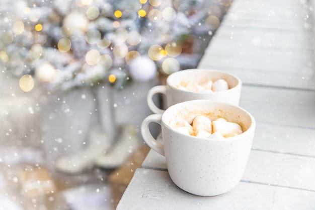 Cacao de navidad con malvaviscos. vacaciones. enfoque selectivo.